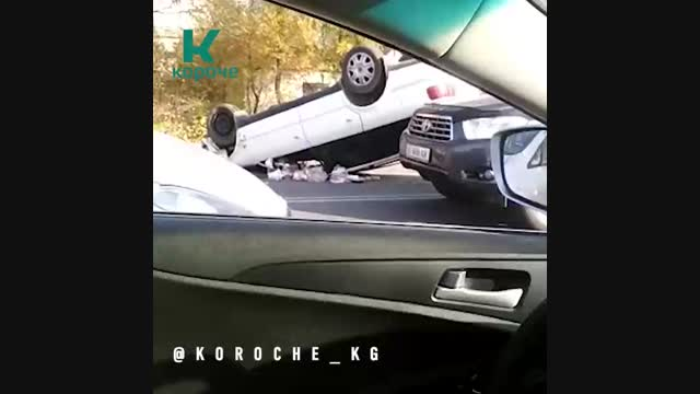 Бишкекте эки жеңил унаа сүзүштү